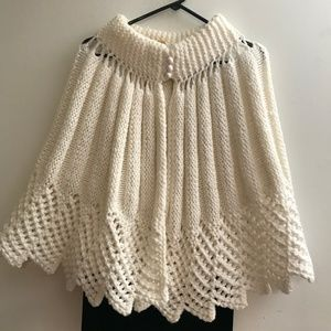 BEAUTIFUL VINTAGE HANDCRAFTED KNITTED CAPE CLOAK